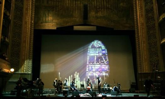 Un concert de musique classique dans une église ne sera pas sonorisé de la même manière qu'un concert de rock en plein air